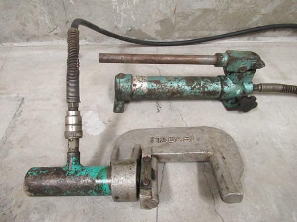 油圧パイプ圧着機1